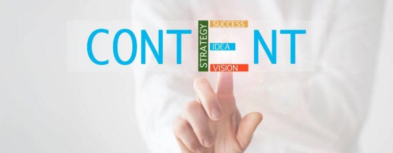"""Content marketing, merupakan strategi marketing terpenting untuk meningkatkan pertumbuhan bisnis di era digital saat ini. Setelah menentukan konten marketing yang cocok dengan karakter bisnis, kamu bisa mengukur bagaimana efektivitasnya dalam penjualan. Bila dirasa content marketing ini kurang efektif, kamu bisa menggantinya dengan jenis konten lainnya. Terus, apa sih parameter penilaian yang digunakan untuk menentukan afektif nggaknya sebuah content marketing? Baca sampai habis ya! Consumption Metrics Ini adalah jenis metrik yang jadi parameter wajib bagi para pebisnis. Consumption metrics bisa kamu lakukan dengan mengamati Google Analytics, Youtube Insight, atau tool analisis lainnya. Hasil pengukuran consumption metrics bisa kamu gunakan langsung untuk mengambil keputusan content marketing yang baru, yang lebih efektif. Consumption metrics harus kamu lakukan pada seluruh channel supaya bisa mengetahui channel mana yang efektifitasnya tertinggi dan punya pengaruh besar pada bisnismu. Conversion Metric Dengan conversion metric, kamu bisa langsung melihat secara langsung konten-konten yang kamu sajikan dan bagaimana efektivitasnya. Parameter conversion metric biasanya digunakan untuk mengukur bagaimana efektivitas bisnis affiliate marketing. Canggihnya fitur analitik ini memungkinkan kamu untuk melakukan setting khusus pada cookie browser sehingga kamu bisa melacak pengguna internet yang memutuskan untuk melakukan registrasi atau mengisi formulir hingga 60 hari sejak mereka mengakses kontenmu. Sharing Metrics Sharing metrics adalah parameter yang sangat populer karena implementasinya yang praktis. Menggunakan sharing metrics, kamu bisa mengukur efektivitas content marketing melalui jumlah share yang dibagikan user di sosial media. Misal user """"share"""" mengenai konten tertentu melalui likes, komentar, tweet, Google+ Share, repost, dan masih banyak lagi. Makin banyak share yang kamu peroleh dari kontenmu, maka makin besar pula efektivitas content marketing yang kamu bua"""